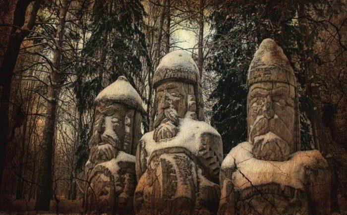 Финно-угры поклонялись Синему богу и другим идолам.